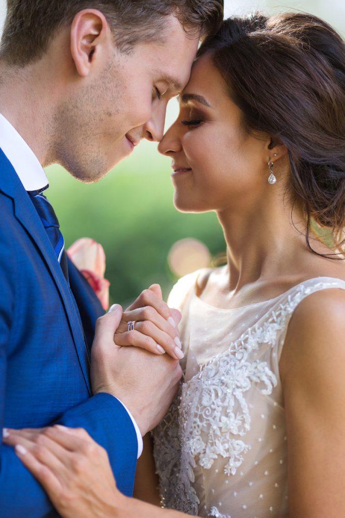 Hochzeitsfoto sinnlicher Moment des Brautpaars